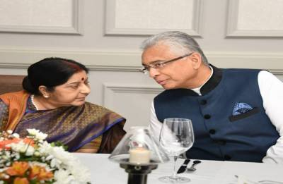Swaraj meets top leadership of Mauritius, discusses bilateral ties