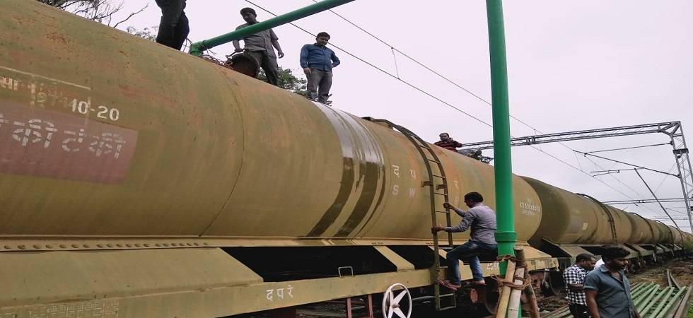 Central Railway sends over 14 lakh litres of drinking water to Kerala by special train (Photo: Twitter)