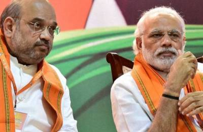 PM Modi, Shah hand urns with Vajpayee's ashes to party chiefs