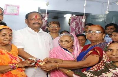 Jharkhand CM distributes 1000 gas connections on Rakhi day
