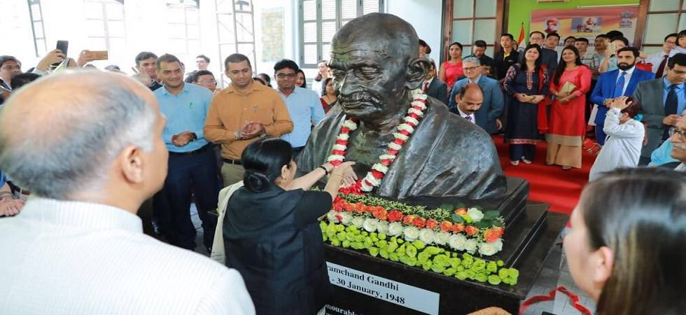 Swaraj unveils Mahatma Gandhi's bust at Indian embassy in Vietnam (Photo: Twitter/@MEAIndia)