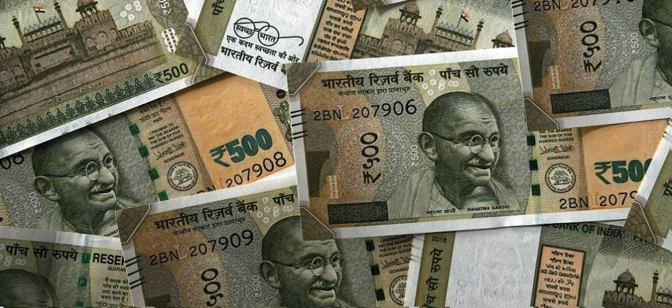Rupee rises 10 paise against US dollar (file photo)