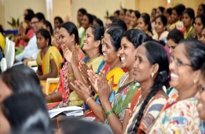 'Saadhikara Mitras' to get 5 lakh smart phones in Andhra Pradesh