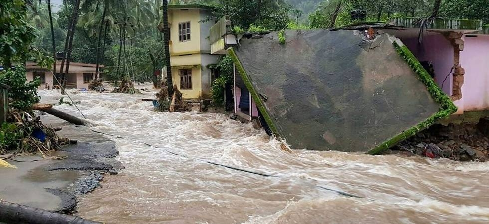 Students collect money for Kerala flood relief by selling tea (File photo)