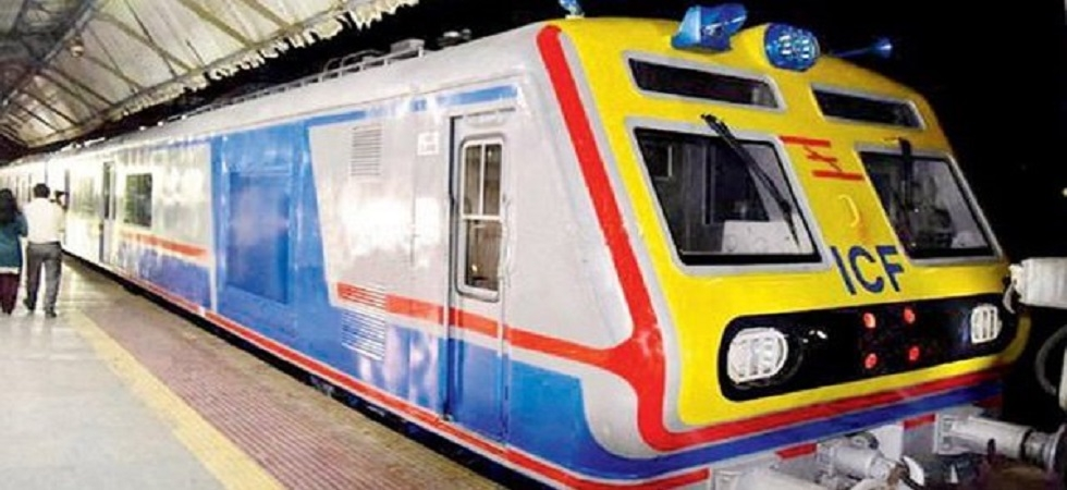 Man dies after falling off train in mobile snatching incident ( Photo:Twitter/@Dhaval87329948)