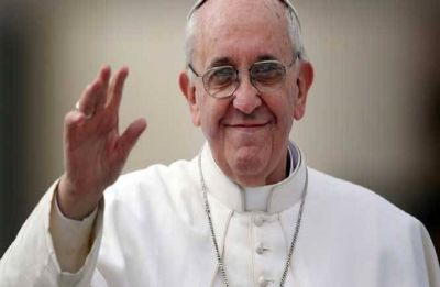 "Pope decries ""emergency"" of plastics blighting world's seas"
