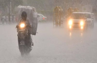 Delhi rain: Heavy rainfall lashes national capital for second consecutive day, brings mercury level down
