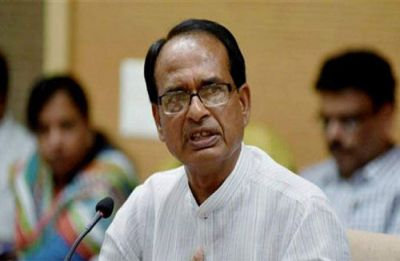Miscreants hurl stones at MP CM Shivraj Singh Chouhan's vehicle in Sidhi