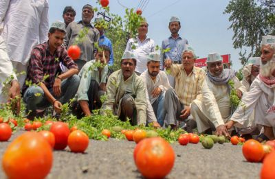Kisan-Mazdoor Sangharsh rally: CPI-M backed farmers start protest march from Ramlila Maidan to Parliament