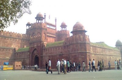 Delhi Police arrests two suspected ISIS terrorists near Red Fort