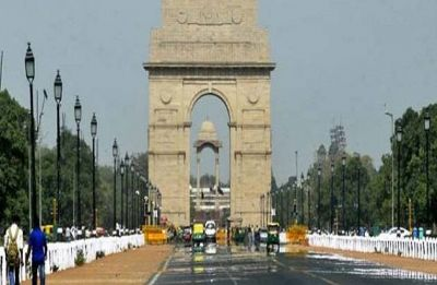 Delhi Weather: Partly cloudy sky with cool breeze blowing through the city