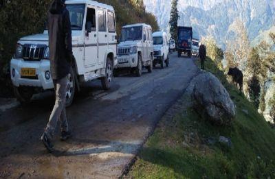 Himachal Pradesh: Kullu-Manali Highway blocked, 700 stranded in Lahaul-Spiti still