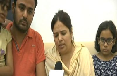 Vivek Tiwari's wife meets Chief Minister Yogi Adityanath, assured all possible help