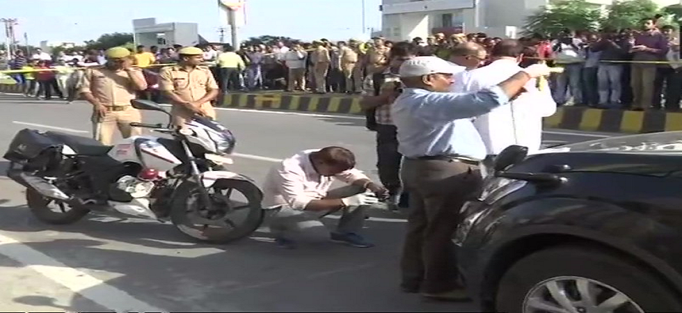 Lucknow: The SIT is recreating the scene of incident at the spot, for further investigation of Vivek Tiwari death case. (ANI/Twitter)