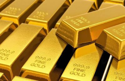 Gold shines on jewellers' buying, firm global cues