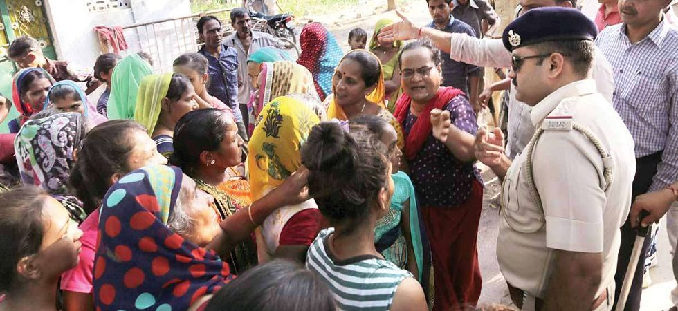 Exodus of migrant workers from Gujarat turns into political slugfest (File Photo)