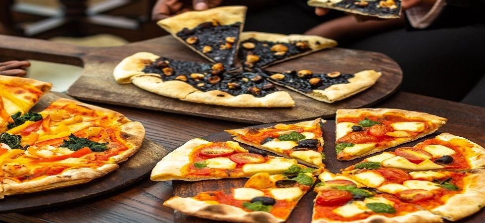 Pizzas must shrink or lose toppings under UK's anti-obesity plan (Photo: Twitter)