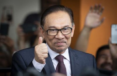 Malaysian PM-in-waiting Anwar takes oath as lawmaker