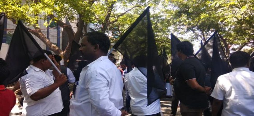 Congress workers release black balloons in Lucknow against Gujarat Chief Minister Vijay Rupani (Photo: Twitter)