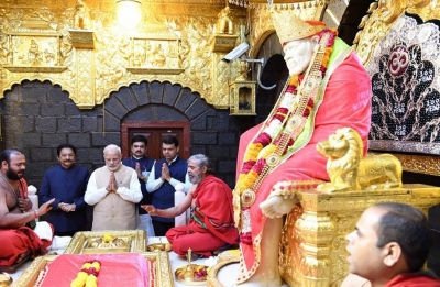 PM in Shirdi: Narendra Modi hands over keys to beneficiaries of Pradhan Mantri Awas Yojana