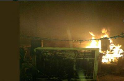 Maoists set ablaze nine vehicles in Jharkhand's Hazaribag