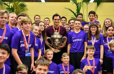 Roger Federer wins emotional 99th career title with win in Swiss Indoor tournament