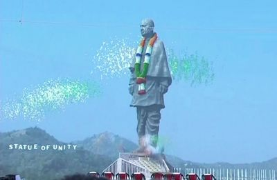 What does the Statue of Unity have in common with the Gujarat Assembly?