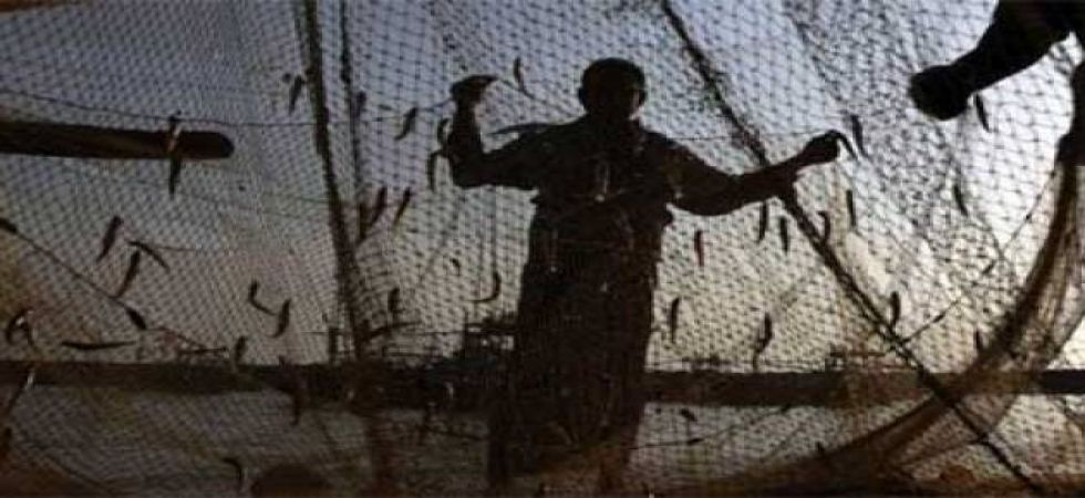 Sri Lankan Navy chases away over 3,000 Tamil Nadu fishermen,snap fishing nets