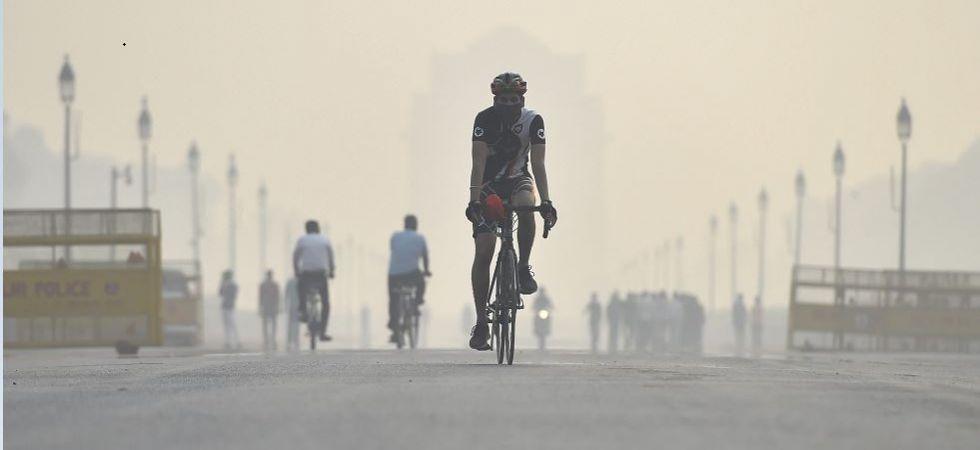 Delhi's air quality breaches 'hazardous' mark, expected to dip further (Photo Source: PTI)