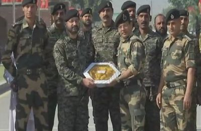 Diwali 2018: BSF, Pakistan Rangers exchange sweets at Attari-Wagah border