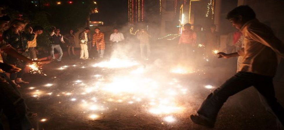 Police register over 550 cases and arrest more than 300 on Diwali night for violating SC order