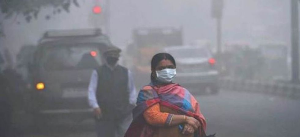 Delhi Pollution: Air quality remains in poor category, light rains likely today