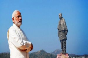 Seeking refuge in gigantic statues of tall leaders
