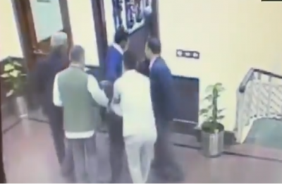 Man who attacked Arvind Kejriwal was issued entry pass for Delhi Secretariat: Sources