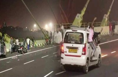 Signature Bridge: 2 medical students killed as motorcycle rams into divider and falls off in Delhi