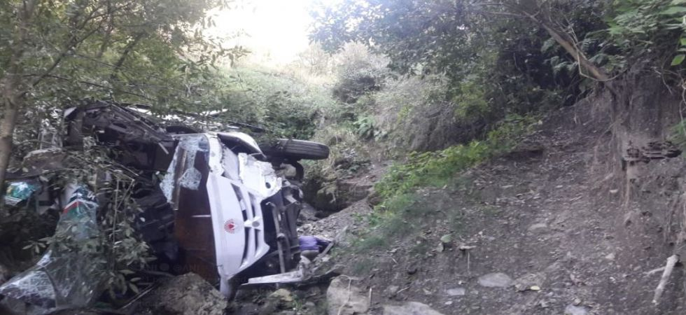 21 injured after bus falls into gorge at Solan-Shimla border (Photo Source: ANI)
