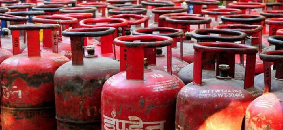 LPG cylinder prices to be decreased by Rs 133 from December 1 in Delhi (File Photo)
