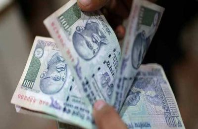 Rupee falls 9 paise to 70.55 against US dollar in early trade