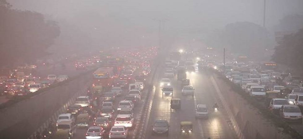In the Anand Vihar area, the Air Quality Index (AQI) PM 2.5 was at 348 and PM 10 at 460 (Photo: File)