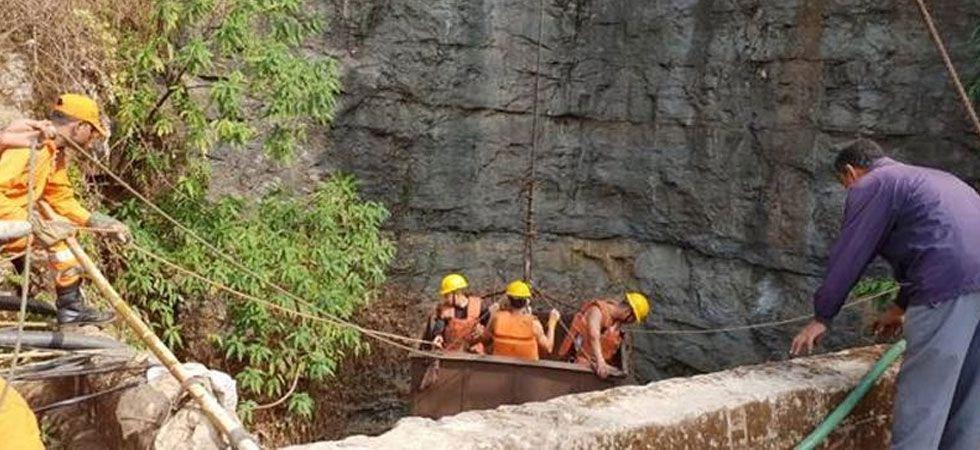 No clue of 13 people trapped in Meghalaya 'rat-hole' mine, scuba divers called in to search (IANS Photo)