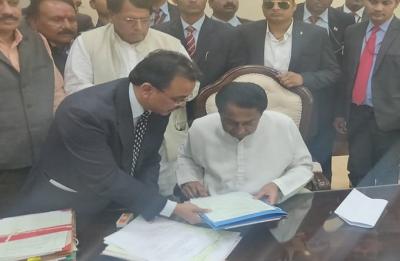 New Madhya Pradesh CM Kamal Nath's first big step, waives off farmers' loans