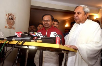 K Chandrashekar Rao meets Naveen Patnaik, stresses on non-BJP, non-Congress front