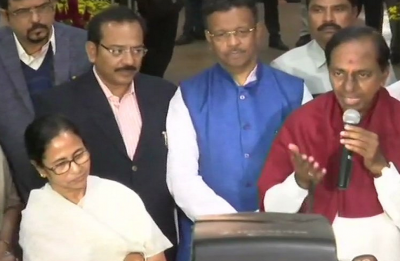 KCR meets Mamata Banerjee over non-BJP, non-Congress front, says 'dialogue will continue'