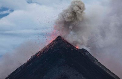 Mt Etna erupts, prompts closure of Catania airspace in Sicily