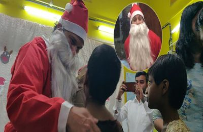 Guess who is this legendary cricketer dressed up as Santa!