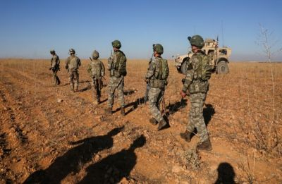 US begins pulling out equipment from Syria, not troops