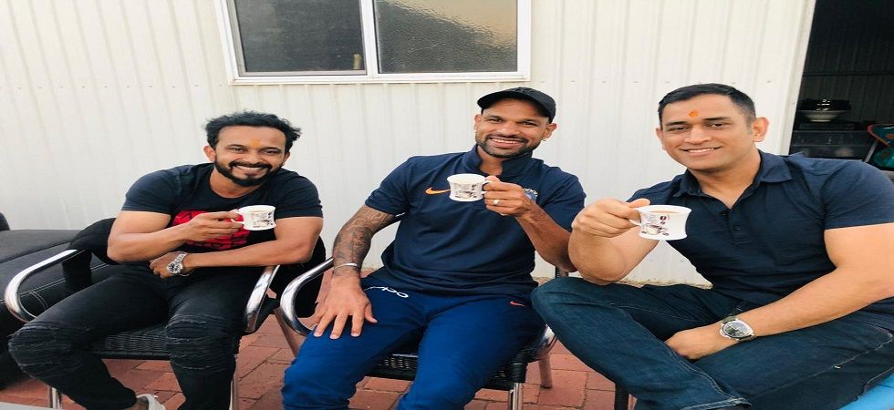 Kedar Jadhav posted a photo with MS Dhoni and Shikhar Dhawan drinking tea. (Image credit: Kedar Jadhav Twitter)
