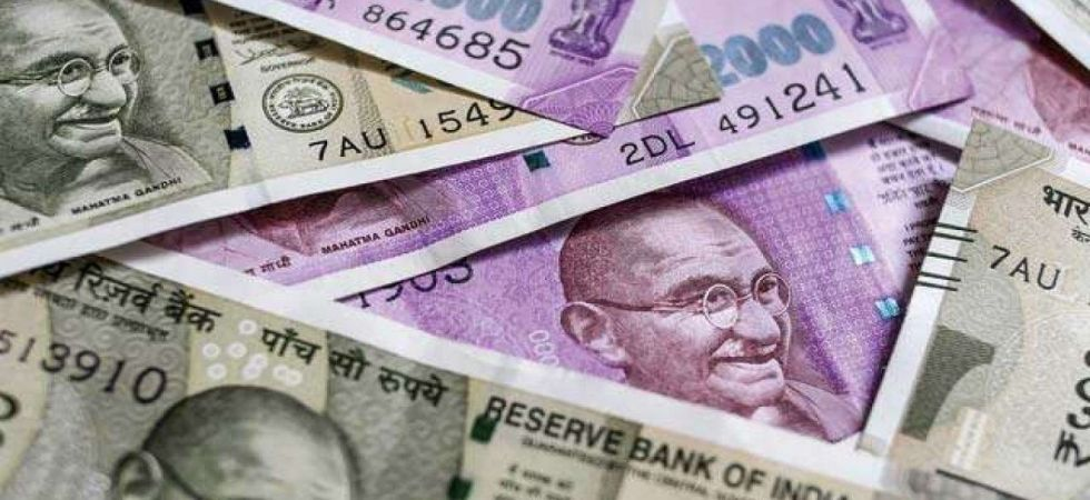 Rupee settles 16 paise down at 71.19 vs USD (file photo)