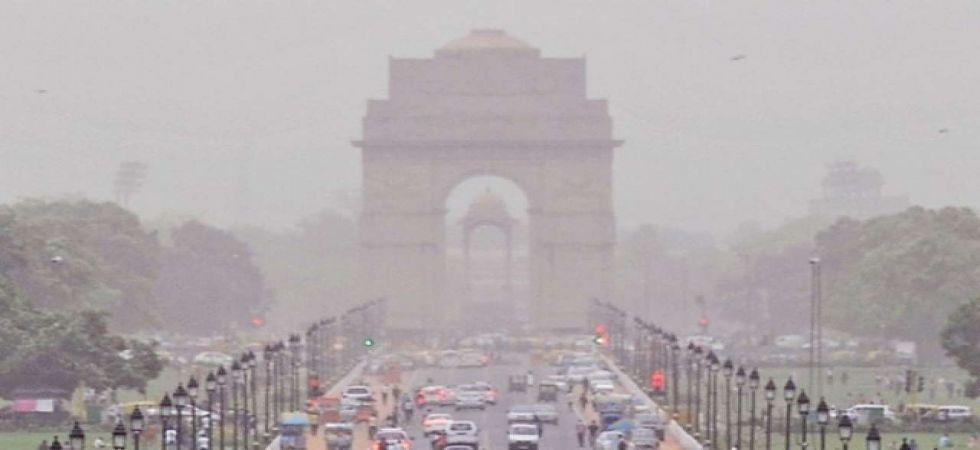 Delhi's air quality 'very poor', authorities predict speedy improvement