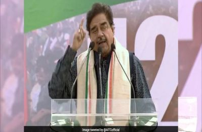 Shatrughan Sinha takes a dig at PM Modi, says clarify on Rafale or people will say 'chowkidaar chor hai'